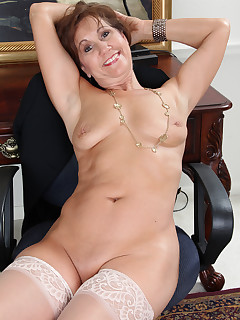 Naked Women Nylon Pics