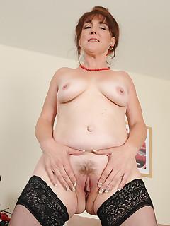 Mom Nylon Pics